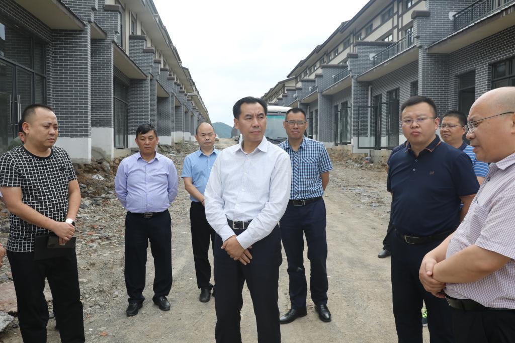 张骏就重点项目建设现场办公